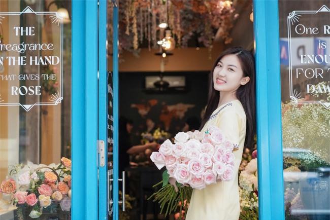 Hoa hậu Ngọc Hân, Đỗ Mỹ Linh và dàn mỹ nhân trổ tài cắm hoa - Ảnh 1.