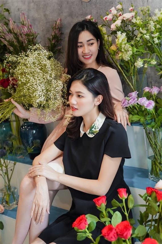 Hoa hậu Ngọc Hân, Đỗ Mỹ Linh và dàn mỹ nhân trổ tài cắm hoa - Ảnh 2.