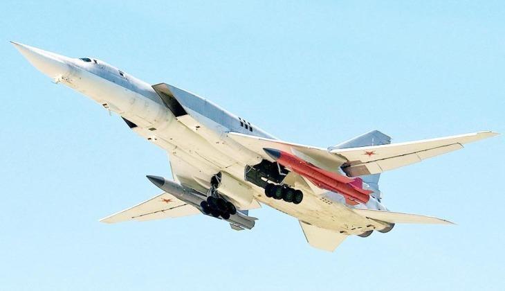 Máy bay Tu-22M với tên lửa Kh-32 dưới cánh.