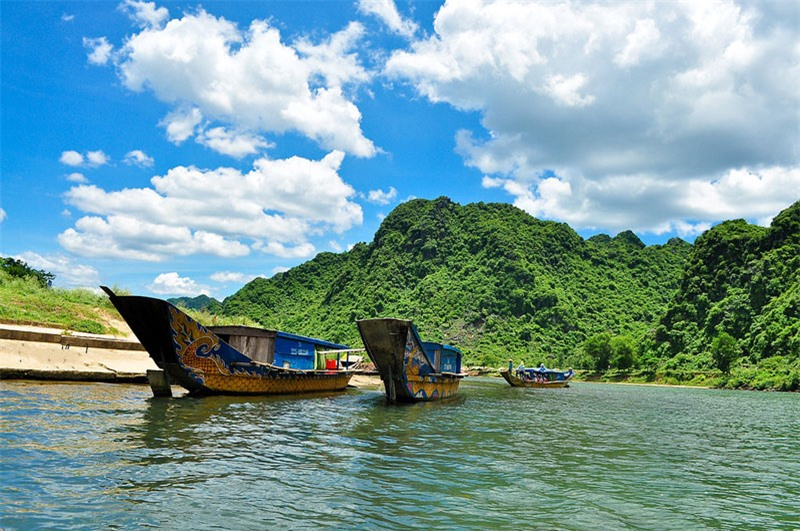 Sông Son (sông Tróc) là chi lưu của sông Gianh ở Bắc Trung Bộ Việt Nam. Ảnh: Kenny_Huynh.