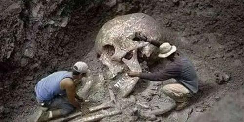 Thực hư bộ hài cốt dài 3 mét trong mộ cổ 5.000 năm tuổi: Người khổng lồ ở Trung Quốc là có thật? - Ảnh 2.
