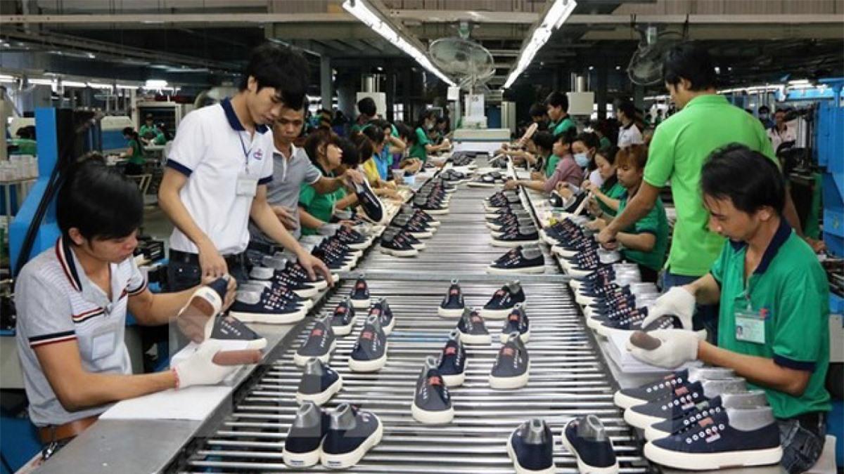 Xuất khẩu dệt may, da giày có nhiều tín hiệu khởi sắc. (Ảnh: KT)