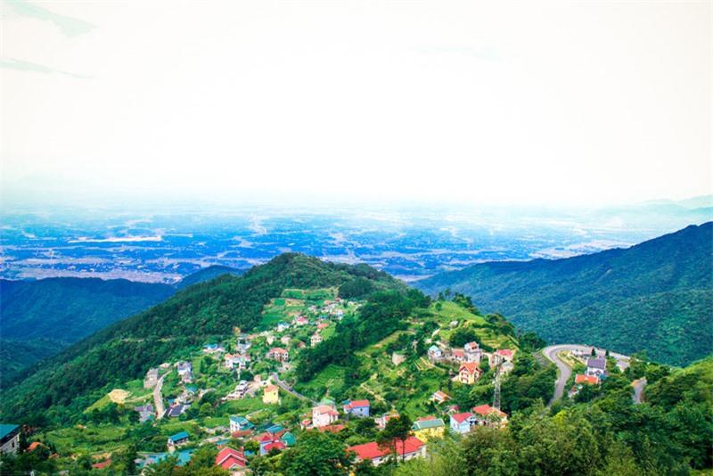 Huyện Tam Đảo nằm chính giữa phía Bắc tỉnh Vĩnh Phúc, gần ngã ba ranh giới của tỉnh Vĩnh Phúc với hai tỉnh Tuyên Quang và Thái Nguyên. Ảnh: Tuấn Phong.