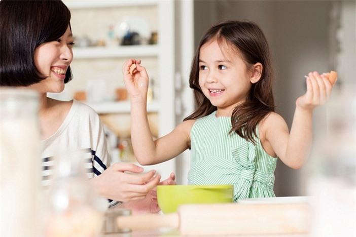 5 cách để cha mẹ dạy trẻ về lòng tốt
