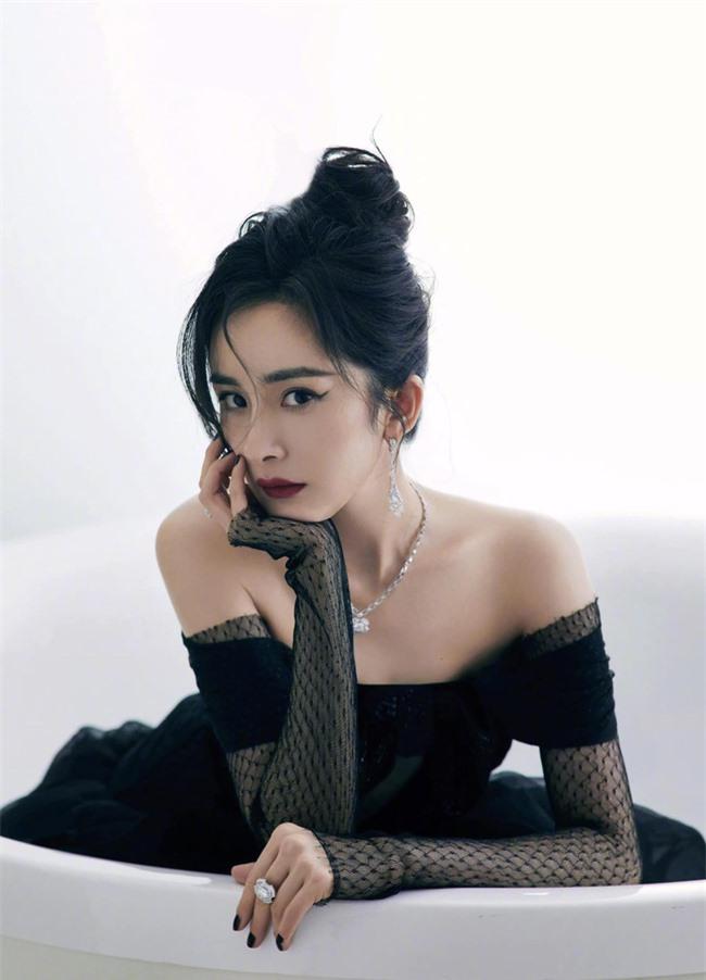 Sốc visual với cảnh Dương Mịch lên sân khấu, netizen kêu gào vì da căng bóng, còn bờ vai thì quá đẹp - Ảnh 11.