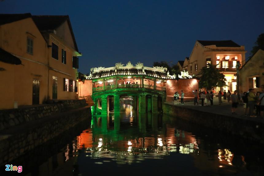 Chùa Cầu còn có tên gọi khác là Lai Viễn Kiều. Tên gọi này xuất hiện vào năm 1719 khi chúa Nguyễn Phúc Chu đến thăm Hội An và đặt tên cho Chùa Cầu là Lai Viễn Kiều, với ý nghĩa là 'Cầu đón khách phương xa'.