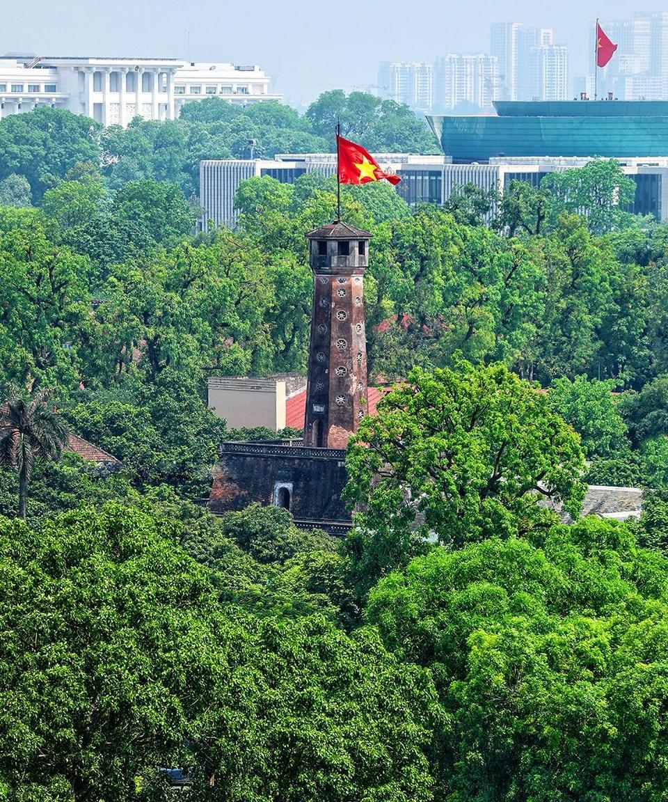 Cột cờ Hà Nội, hay Kỳ đài, là một trong những công trình còn nguyên vẹn và hoành tráng nhất thuộc Khu trung tâm Hoàng thành Thăng Long - Hà Nội, Di sản Văn hóa Thế giới được UNESCO công nhận năm 2010. Ảnh: Vũ Minh Quân.
