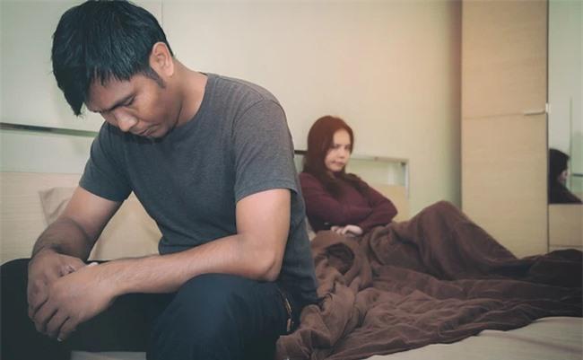 Biết tin anh chồng bị tai nạn, vợ tôi tuyên bố sốc khiến tôi điêu đứng, bàng hoàng - Ảnh 1.