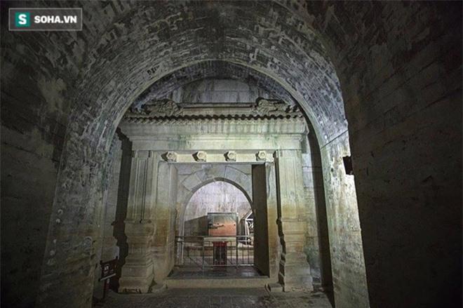 Đều bị trộm cắp và tàn phá, tại sao lăng mộ Càn Long được mở cửa cho khách tham quan còn lăng mộ Khang Hi thì không? - Ảnh 2.