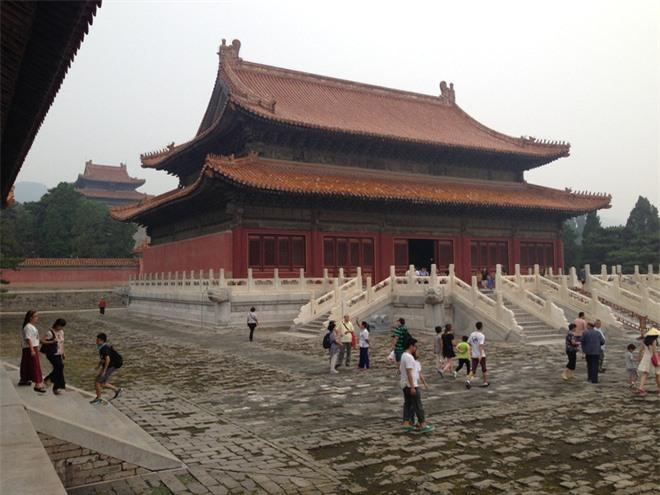 Đều bị trộm cắp và tàn phá, tại sao lăng mộ Càn Long được mở cửa cho khách tham quan còn lăng mộ Khang Hi thì không? - Ảnh 4.
