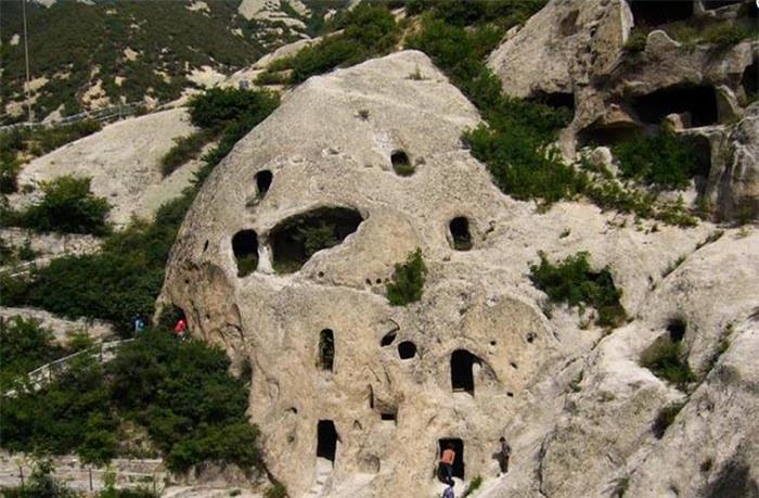 Kỳ lạ hang động bị bỏ hoang gần Vạn Lý Trường Thành và bộ tộc bí ẩn 6