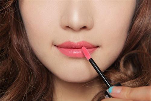 kiểm tra son môi