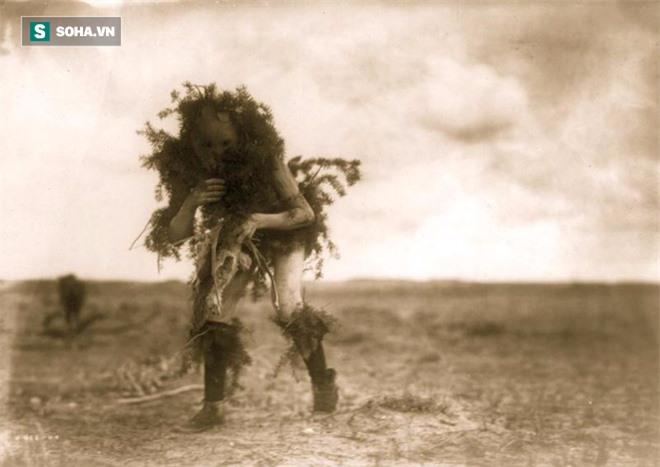 Truyền thuyết của người Navajo về bộ da di động - những sinh vật ngoại lai khát máu - Ảnh 1.