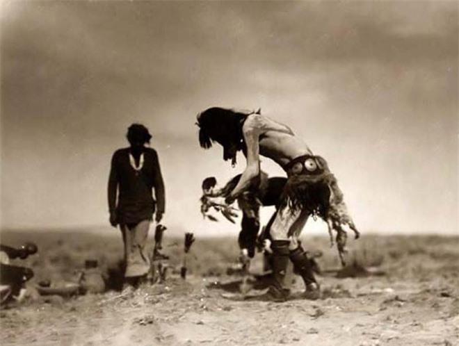 Truyền thuyết của người Navajo về bộ da di động - những sinh vật ngoại lai khát máu - Ảnh 5.