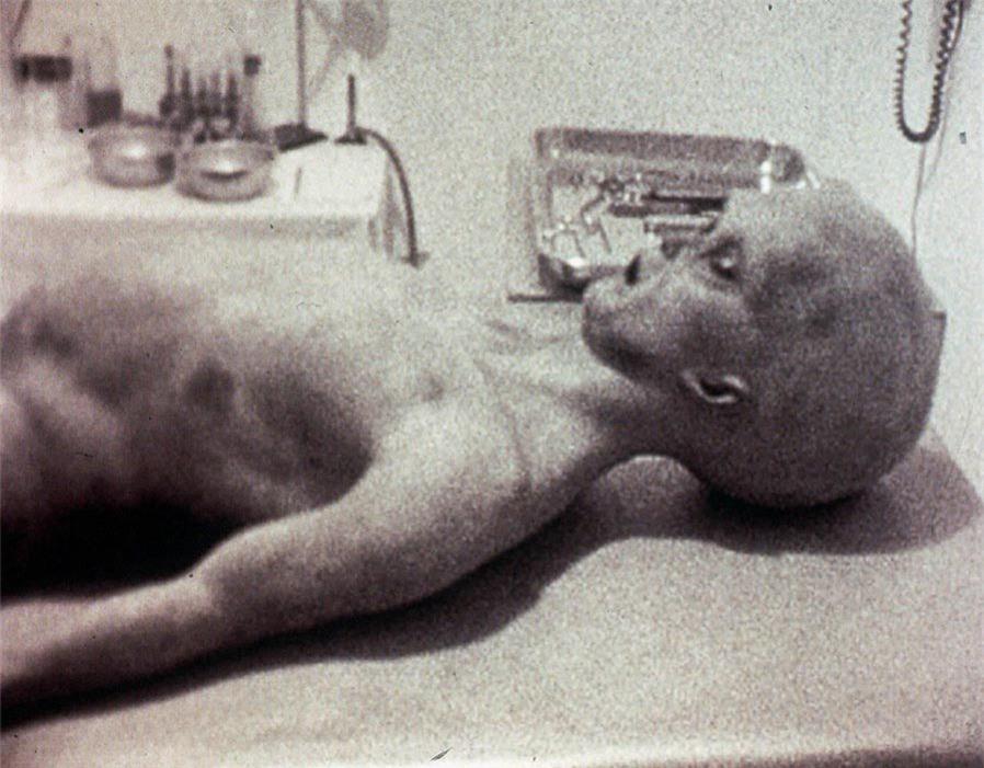 cựu kỹ sư: mỹ đang giữ người ngoài hành tinh dưới hầm ngầm