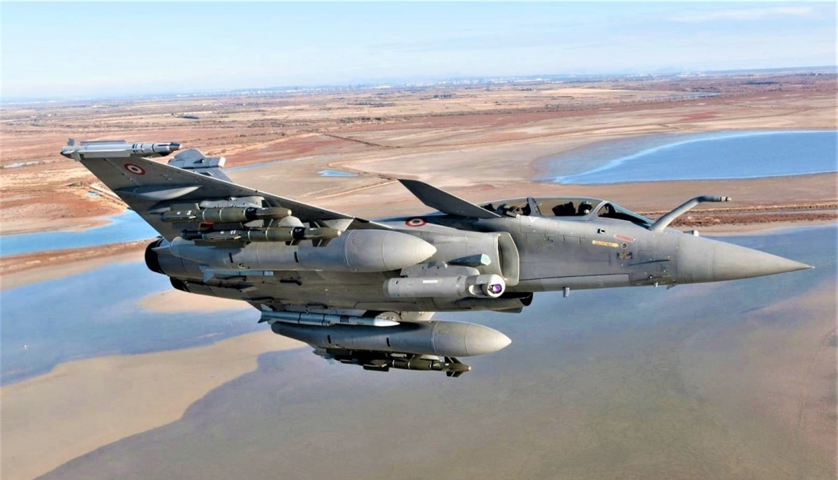 Chiến đấu cơ Rafale có thể đảm nhận một loạt nhiệm vụ, kể cả tiêu diệt tàu sân bay và sử dụng vũ khí hạt nhân chiến thuật; Nguồn: dassault-aviation.com