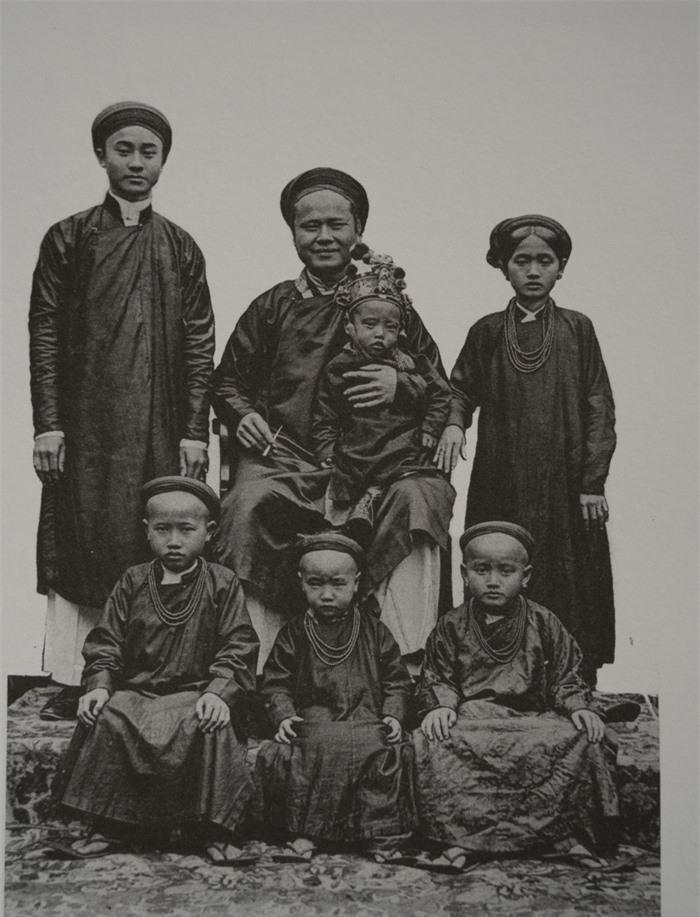 Trẻ em các vùng miền Việt Nam cách nay hơn 100 năm - Ảnh 5.