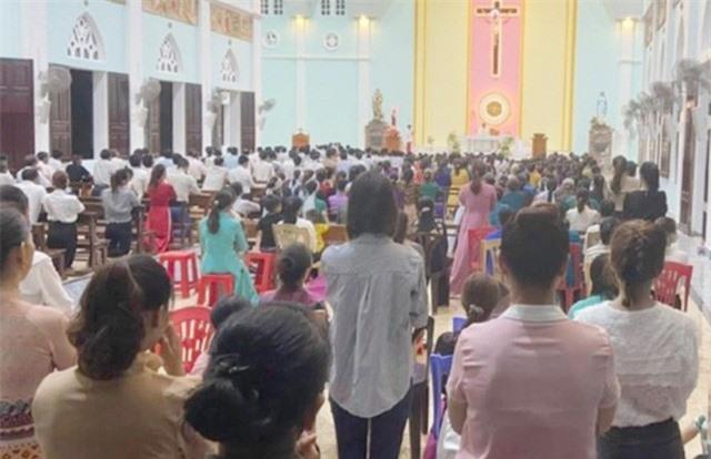 Linh mục tổ chức hành lễ cho 300 người bị phạt 7,5 triệu đồng - Ảnh 1.