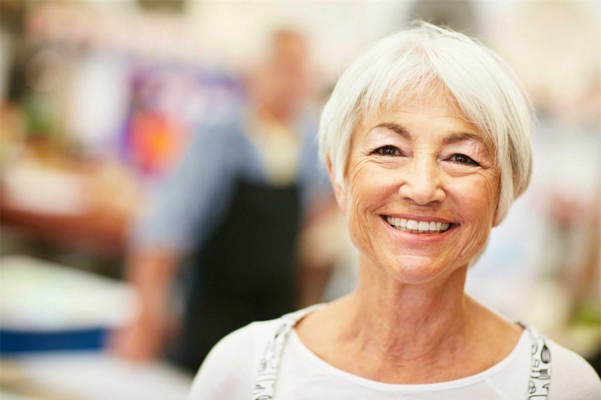 Mùi nhẹ: Nếu mùi cơ thể của bạn ngày càng trở nên nhạt nhòa, đó là dấu hiệu của quá trình lão hóa. Một nghiên cứu đã cho thấy người trung niên và người lớn tuổi có mùi cơ thể nhẹ và ít khó chịu hơn mùi cơ thể của người trẻ tuổi.