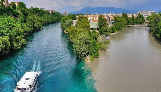Hai con sông có 2 màu khác nhau