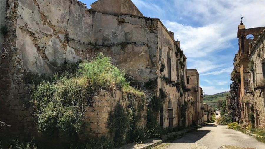 Thị trấn ma bí ẩn nhất nước Ý 10