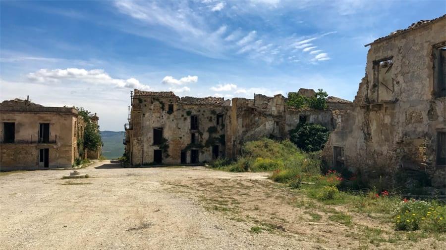 Thị trấn ma bí ẩn nhất nước Ý 7