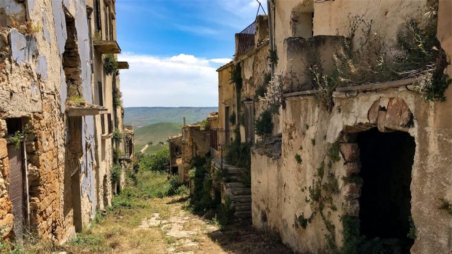 Thị trấn ma bí ẩn nhất nước Ý 8