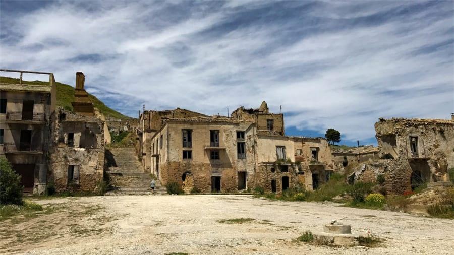 Thị trấn ma bí ẩn nhất nước Ý 9