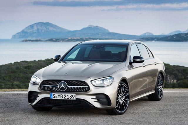 2. Mercedes-Benz E-Class (doanh số: 84.257 chiếc).