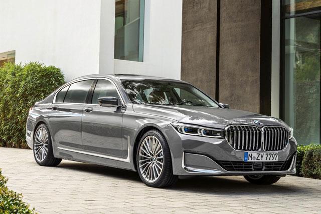 8. BMW 7-Series (doanh số: 12.955 chiếc).