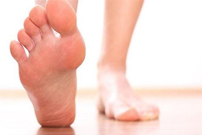 Nếu bàn chân có màu vàng chứng tỏ gan bạn có vấn đề