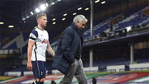 Mourinho tranh thủ mỉa mai Tottenham, thúc giục Kane ra đi