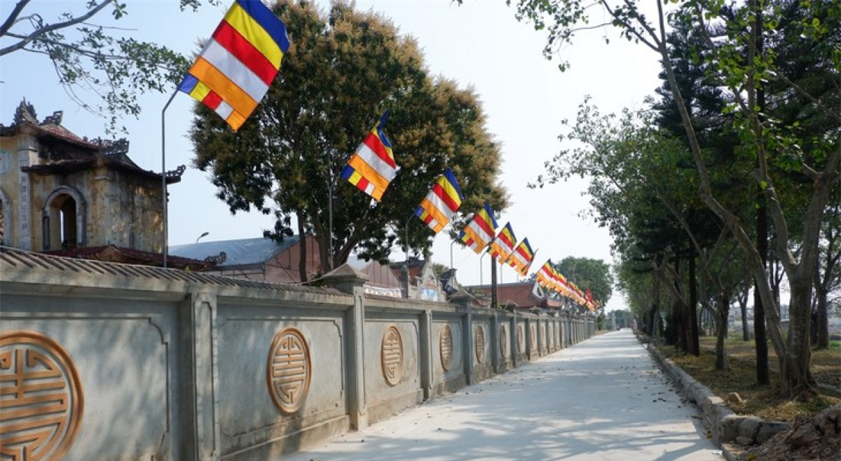 Quang cảnh bên ngoài ngôi chùa cổ