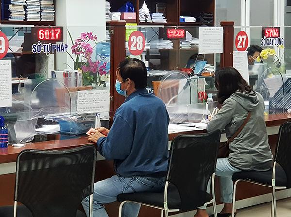 Các tổ chức, cá nhân đến giao dịch với Sở Tư pháp Đà Nẵng