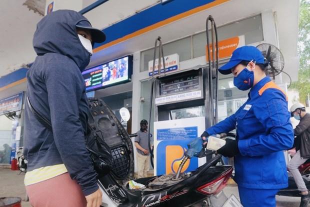 Giá xăng, dầu đồng loạt tăng từ 15h ngày 11/6. Ảnh: TTXVN.