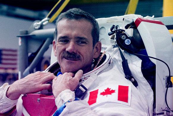 Cựu phi hành gia Canada cho rằng gán UFO với người ngoài hành tinh là điều ngớ ngẩn. Ảnh: NASA.