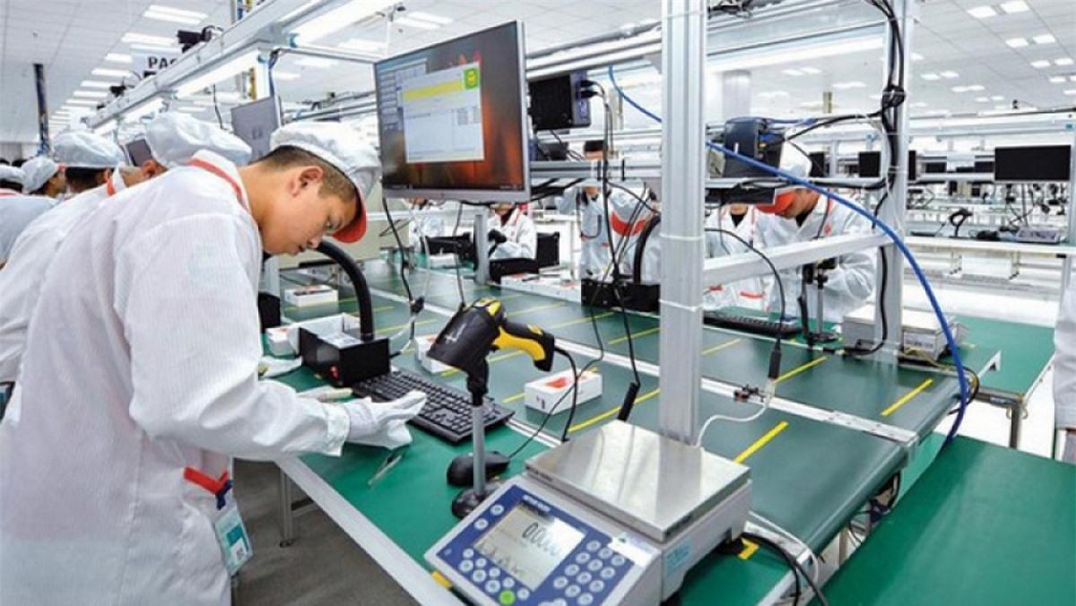 WB cho rằng, đã xuất hiện một số áp lực lên chuỗi giá trị của các ngành chiến lược như điện tử và xây dựng. (Ảnh minh họa: KT)