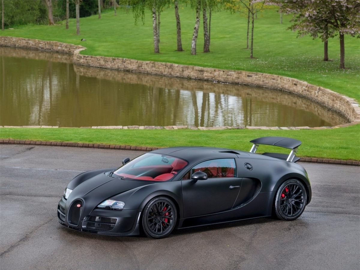 Đó không phải là Veyron Super Sport bình thường - đó là chiếc số 48, chiếc Veyron Super Sport cuối cùng được tung ra khỏi dây chuyền lắp ráp.