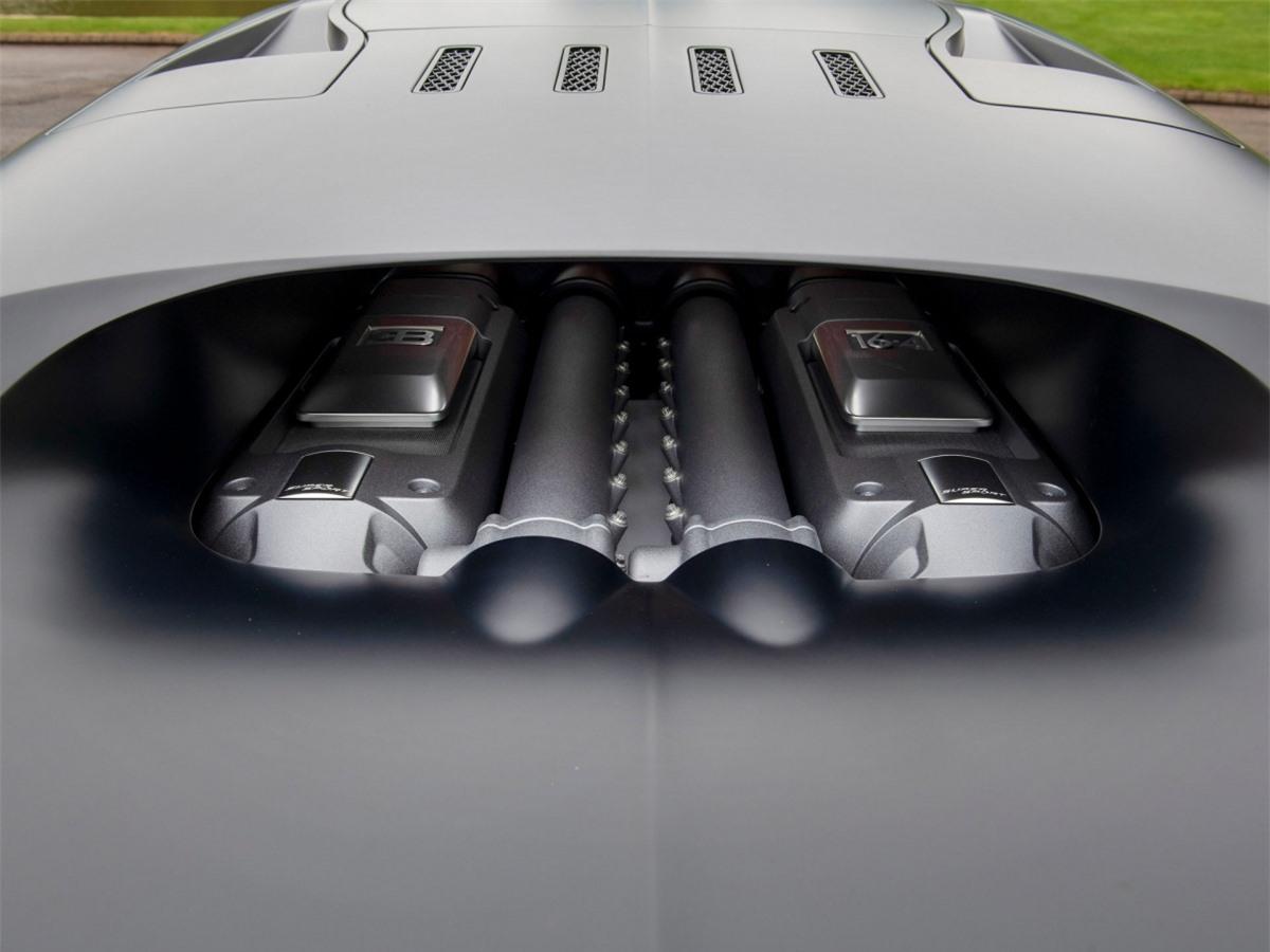 Quay trở lại với chiếc Veyron Super Sport đang được rao bán, nó chưa được sử dụng nhiều, chỉ với 2.016 km trên đồng hồ đo như trong ảnh.