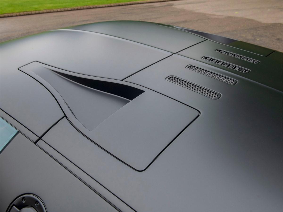 Một bộ lốp mới từ lần kiểm tra cuối cùng đó và thời hạn bảo hành của chiếc Bugatti này kéo dài đến tháng 1/2022