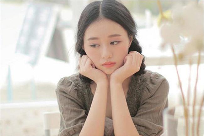 Vô tình gặp người yêu cũ của chồng sắp cưới, cô ấy ghé tai nói thầm một điều khiến tôi hoang mang tột độ - Ảnh 1.