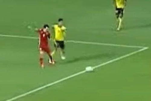 CĐV Malaysia: 'Việt Nam ăn mừng một bàn thắng từ ăn vạ sao?'