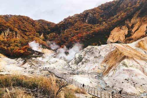Onsen và chụp ảnh không chán ở 'Thung lũng tử thần'