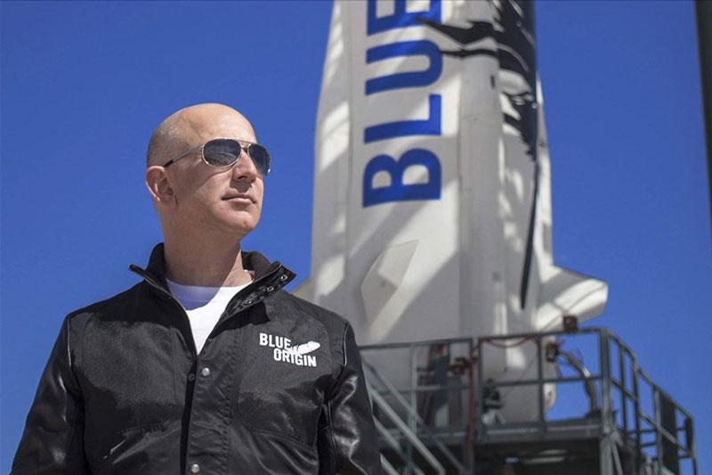 Tỉ phú Jeff Bezos dự định bay vào vũ trụ ngày 20/7. Ảnh: Blue Origin