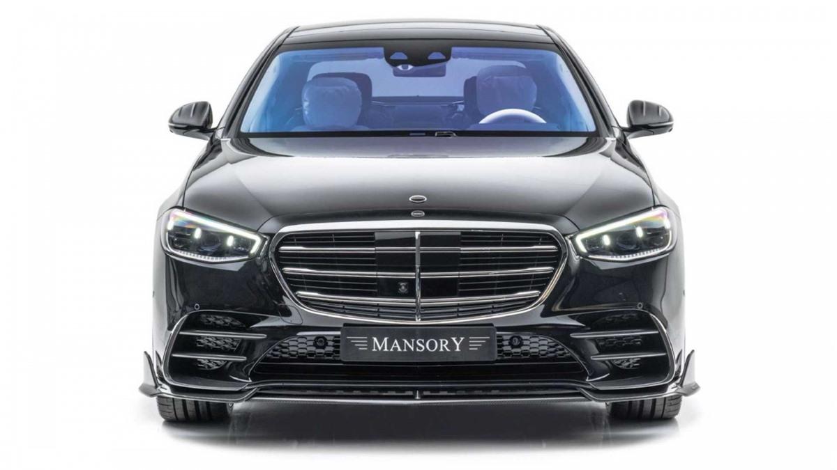 Mâm xe đa chấu CS.11 và V.6 đặc trưng của Mansory cũng được bán kèm với nhiều kiểu hoàn thiện khác nhau, bao gồm cả phay bề mặt và sơn đen bóng.