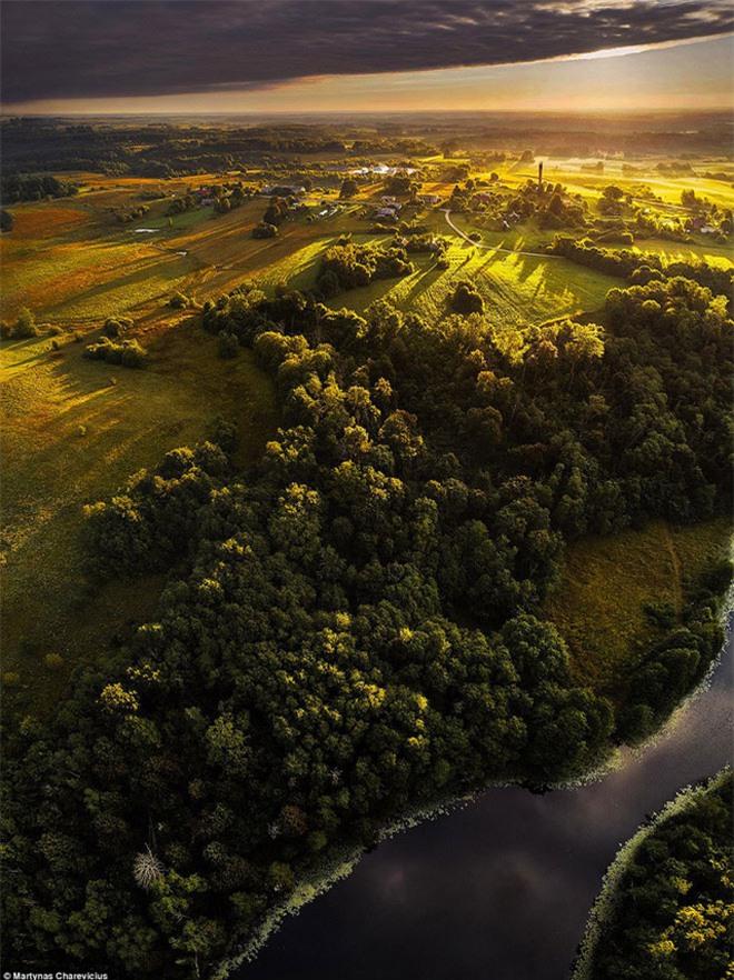 """Vẻ đẹp """"nghẹt thở"""" của Lithuania dưới ống kính máy bay không người lái - 1"""