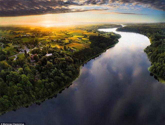 """Vẻ đẹp """"nghẹt thở"""" của Lithuania dưới ống kính máy bay không người lái - 2"""