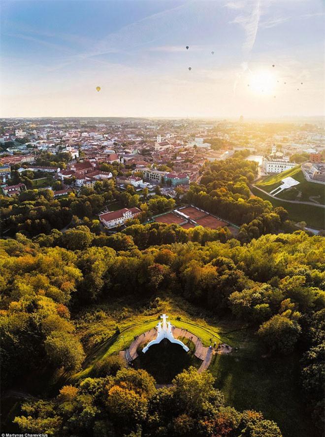 """Vẻ đẹp """"nghẹt thở"""" của Lithuania dưới ống kính máy bay không người lái - 3"""
