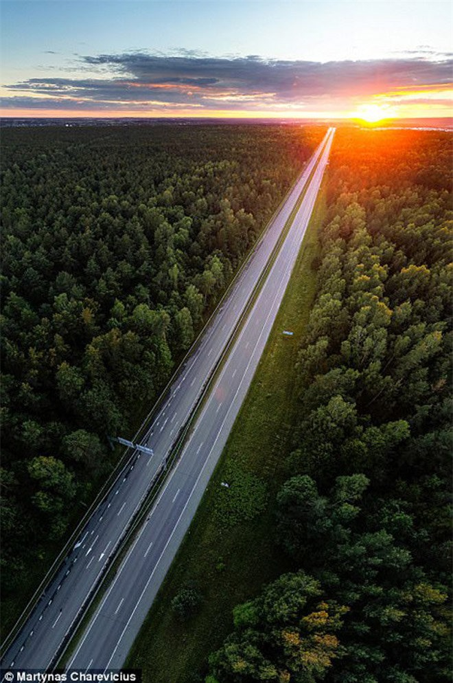 """Vẻ đẹp """"nghẹt thở"""" của Lithuania dưới ống kính máy bay không người lái - 7"""