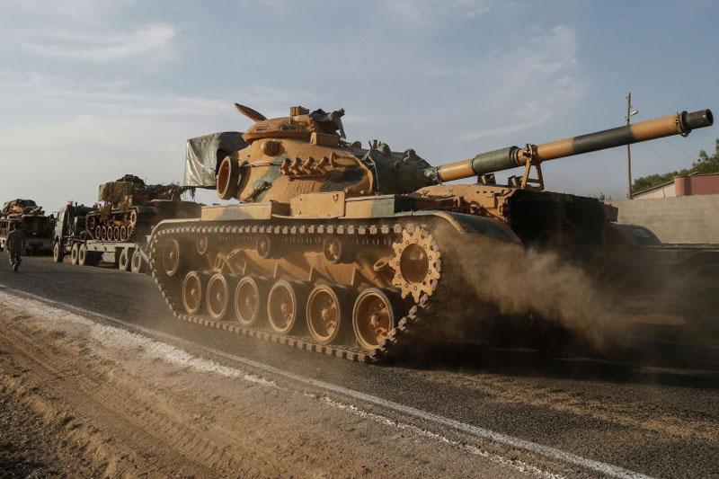 Phiến quân Syria đang đưa dân quân và xe bọc thép ra mặt trận. Ảnh minh họa.